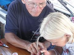 wo, 18/08/2010 - 05:20 - 63. Paul leert twee grietjes een windmolen maken