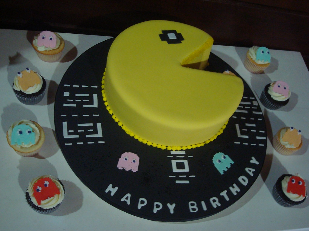 Swell Bolo Pacman Pacman Birthday Cake Bolo De Chocolate Meio Flickr Funny Birthday Cards Online Alyptdamsfinfo
