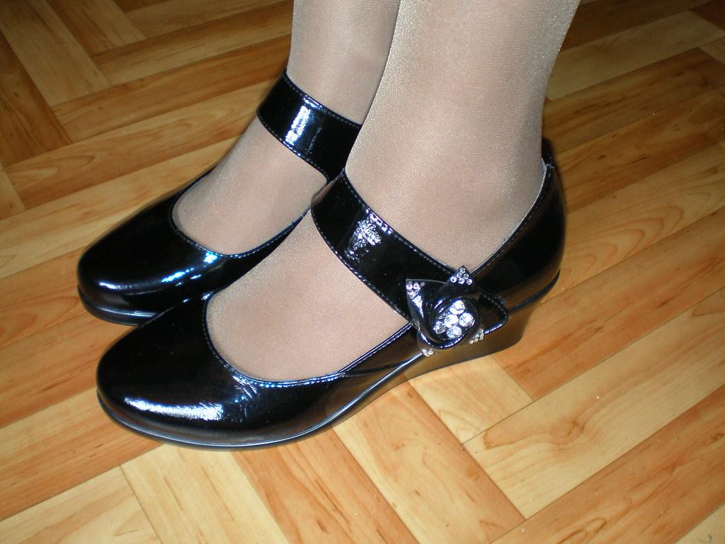 Shiny black patent leather mary jane
