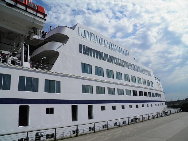 Paquebot Astor dans le port de Bordeaux - P9150092