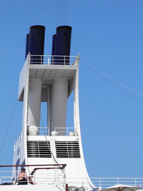 Paquebot Astor dans le port de Bordeaux - P9150097