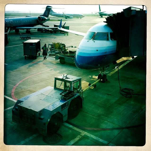 terminal scene, O'hare airport
