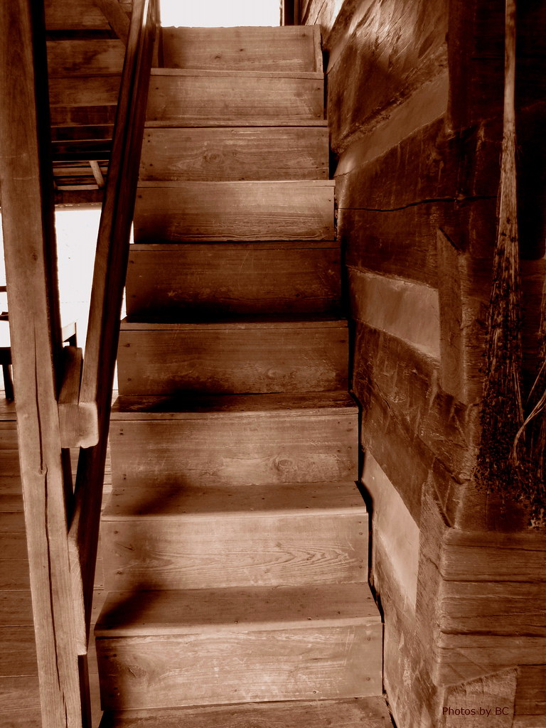 Charmant Rustic Staircase | Old Cabin At The Homeplace In Tennessee ...