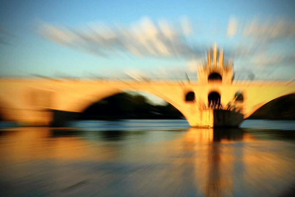 Sur le pont d'Avignon... by Boccalupo