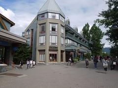 水, 2011-08-03 14:06 - Whistler village