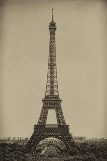 Paris FR -  la tour Eiffel 03 | by Daniel Mennerich