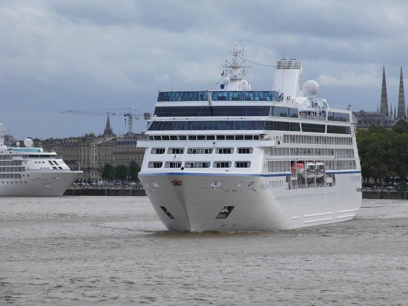 Insignia Cruise Ship Leaving Bordeaux - P9110370
