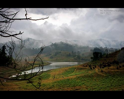 travel mist lake green nature water rain clouds trek kodai mystic tamilnadu kodaikanal pentaxkx tamron28300 mannavanurlake