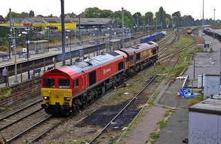 59206 tows 66128 away from Acton Yard 14-10-09. Copyright Ian Cuthbertson