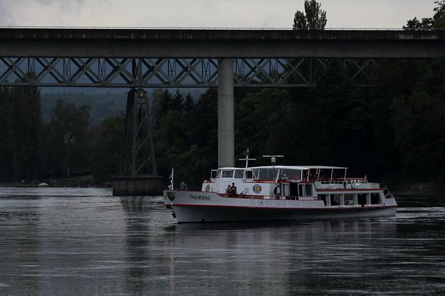 Motorschiff MS Thurgau ( Baujahr 1965 => Länge 47.1m => Kursschiff - Rheinschiff - Schiff - Bateau - Ship ) unterwegs auf dem Rhein zwischen Schaffhausen und Stein am Rhein in der Schweiz