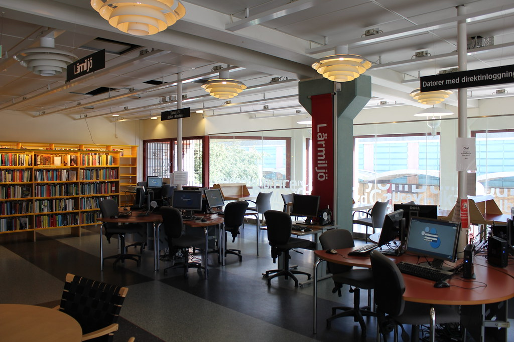 Kista bibliotek/lärcenter   buskfyb   Flickr