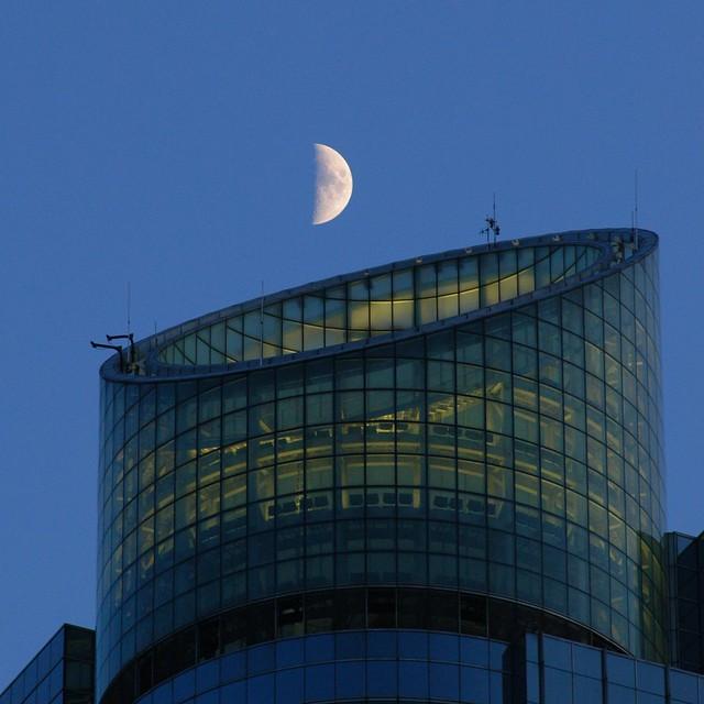 Shanghai - Moon over the Grand Gateway