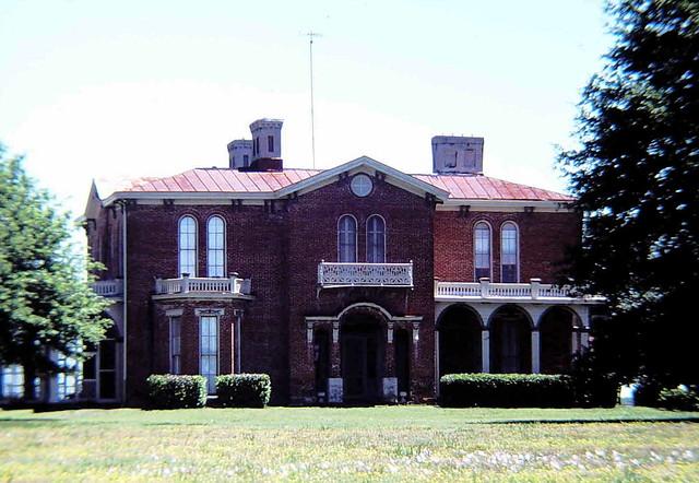 Mount Holly - Antebellum Home On Lake Washington