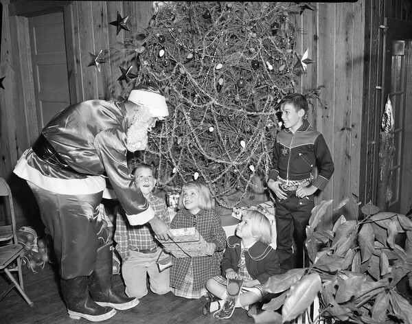 Santa Claus with children in Tallahassee