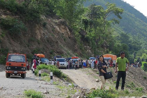 montagnes nepal préci personnes route