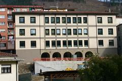 La fachada de la bibliteca en obras