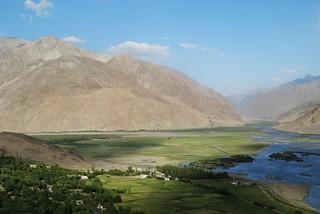 Vue de la forteresse Abrashim Qala, où les rivières Wakhan et Pamir se confondent pour donner la rivière Panj (c'est-à-dire Amu Darya), Pamir, Tadjikistan © Bernard Grua