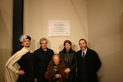 El alcalde Carlos Totorika junto a  Alen(actor) y la Ministra de Fomento Magdalena Alvárez en la inauguración del palacio de Lobiano