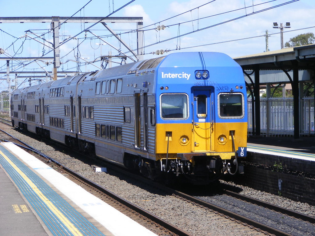 Cityrail 8085 Wollongong 25.02.10 by Andy Cole