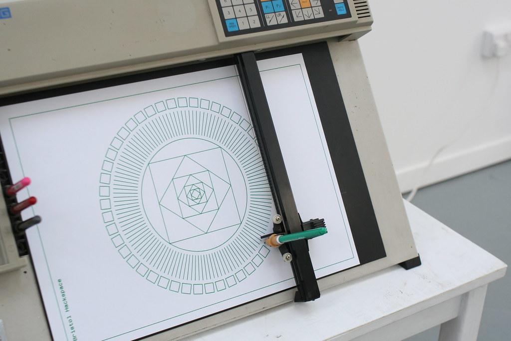 Roland DXY-990 Flat-Bed Pen Plotter | The pen plotter was ru… | Flickr