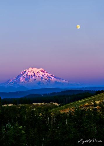 sunset moon landscape washington pacificnorthwest bluehour mtrainier puyallup stevenlamar lightfxstudio