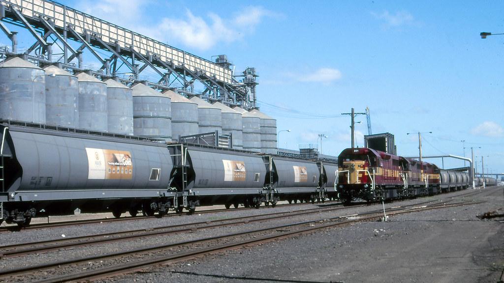 L251, L250, L265 at Appleton Dock by michaelgreenhill