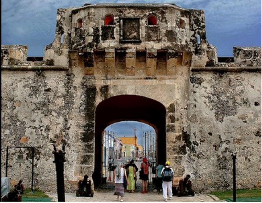 5dab6f90 ... Puerta de Tierra, Campeche, Campeche, hoy   by jerodamor@yahoo.com
