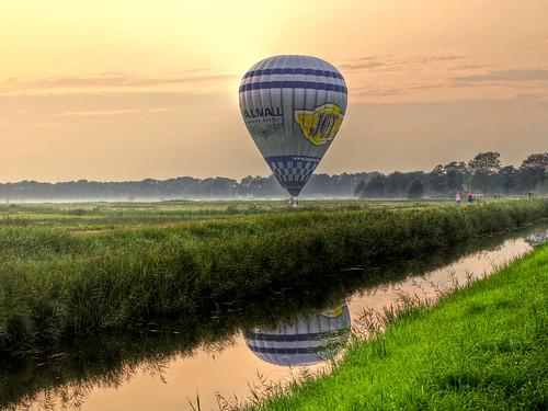 sunset summer balloons landscape evening colours balloon scenic landing explore zomer groningen ballonvaart hdr ballooning ballonfahren explored balloontrip img1825012tonemappedv1a1