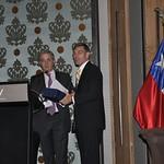 Wed, 07/20/2011 - 13:32 - Conferencia Magistral, Alvaro Uribe Vélez, ex presidente de Colombia (izquierda), Richard D. Downie, Director, CHDS