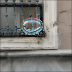 Bubbles fly in Calle Ancha