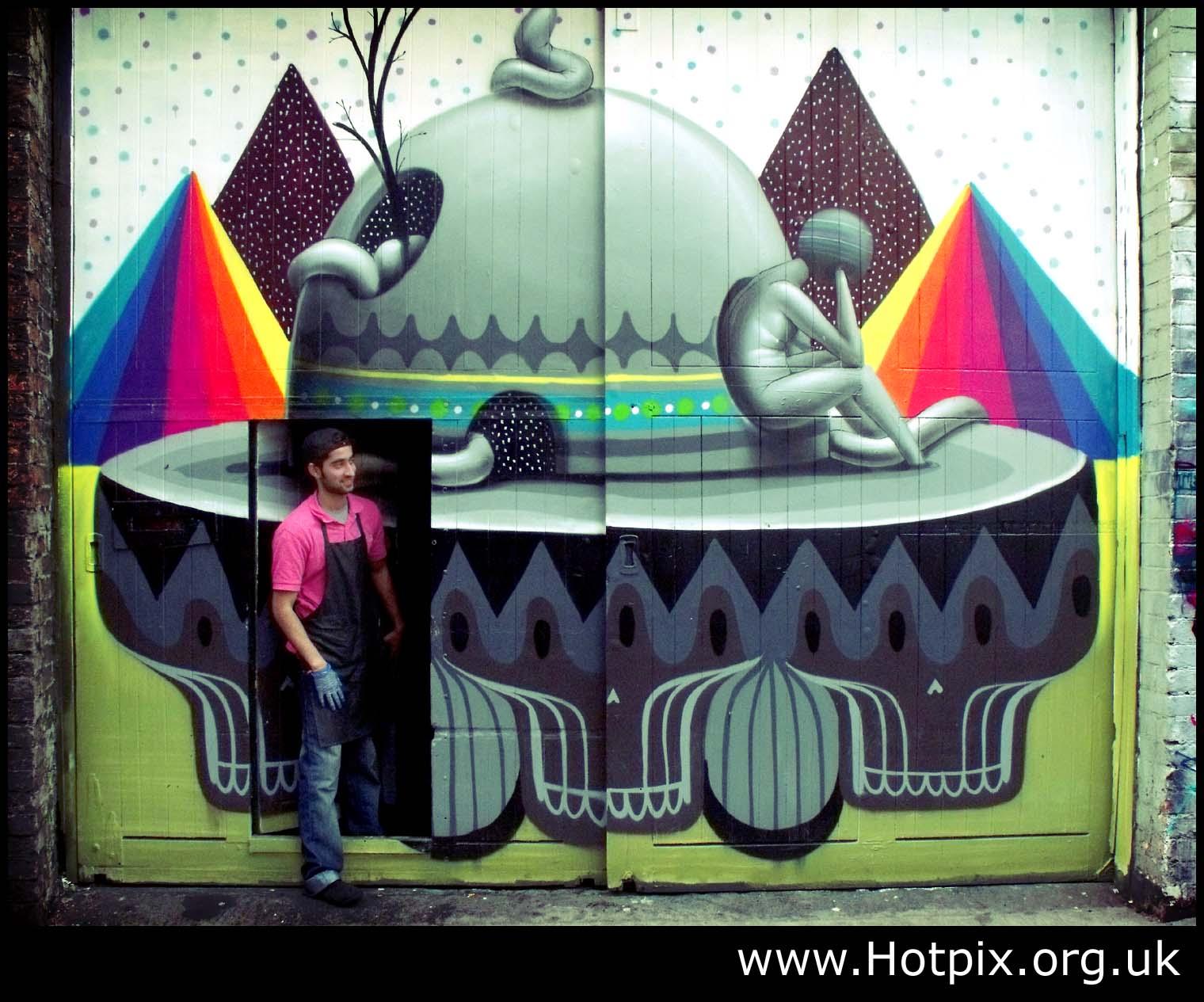 tony,smith,tonysmith,hotpix,tonysmithhotpix,tonysmithotpix,UK,UFO,manchester,grafitti,gafitti,painting,oxford,rd,road,England,man,stepping,from,door,alien,alian,urban,art,urbanart,street,streetart,HDR,Mancunian,mancunia,station,bar,M1,M62