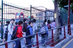 Niños/as camino del colegio