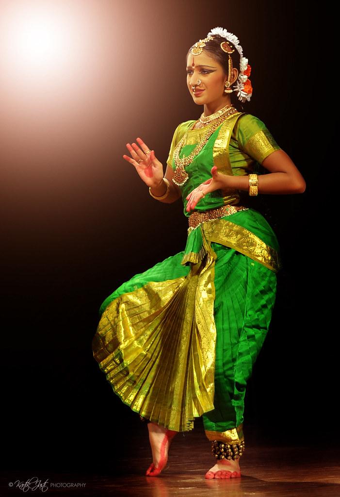 Открытка танцовщица в прозе индийского классического танца бхаратанатьям цена