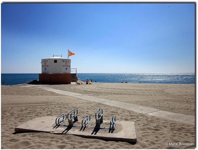 Stationnement pour les vélos sur la plage