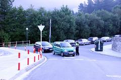 En cada cruce hay un agente informando y regulando el tráfico