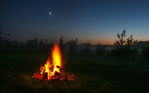 andygocher canon 100d sigma18250 europe uk wales trefin typarke night sunset fire camping moon