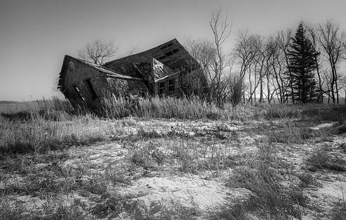 abandoned film farmhouse mediumformat hp5 legacyl110