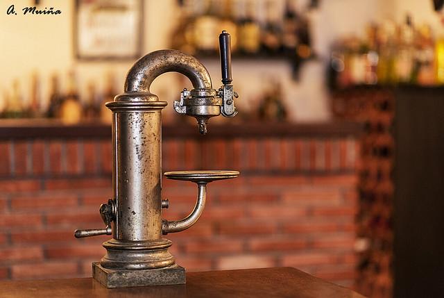 Cafetera de bar antigua
