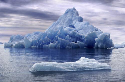 bonito iceberg al fondo | by Osccarr