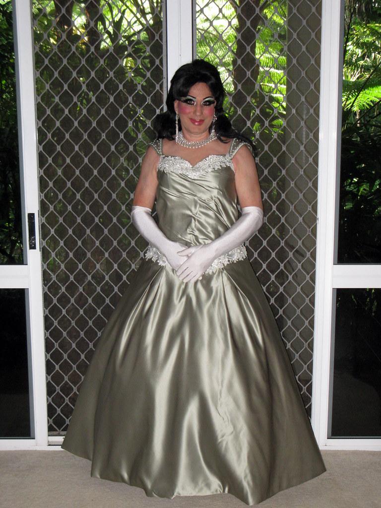 Transgender gal finds her dream dress