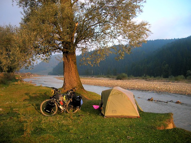 Camping on the Bistriţa by bryandkeith on flickr