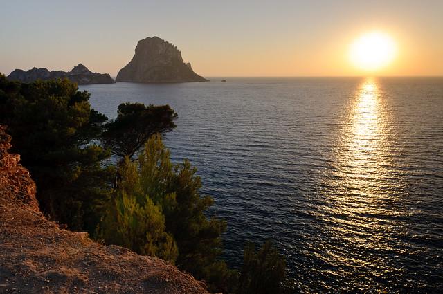 Sonnenuntergang an der Cala d'Hort, Blick auf Es Vedra und Es Vedranell