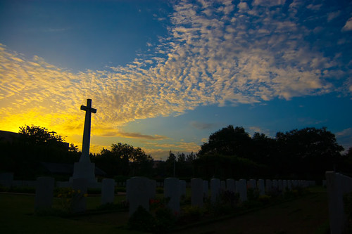 morning sky india silhouette clouds sunrise landscape nikon christ jesus wideangle hues 1855mm chennai tamilnadu holycross memoriam warcemetery d40 nandambakkam kalspics