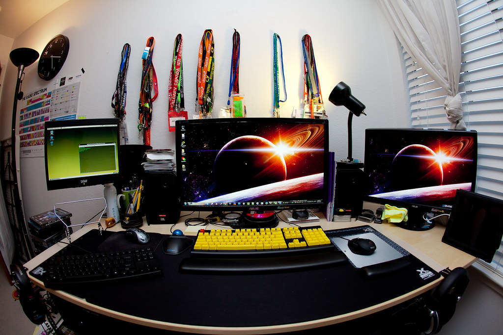 My desk | A recent shot of my computer set up at home. The l… | Flickr