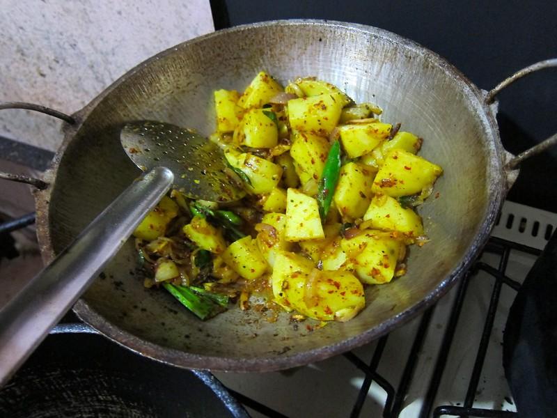 Impromptu cooking class in Haputale