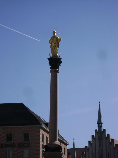 Virgen María, Marienplatz, Munich 2011, Alemania/Virgin Mary, München' 11, Germany - www.meEncantaViajar.com