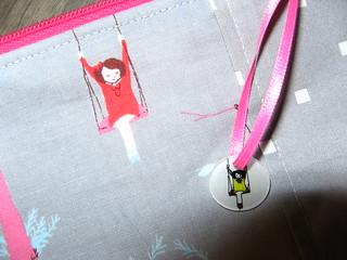 Close up of the zipper pull - too cute!