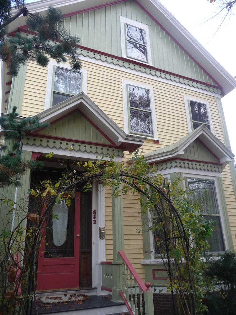 Cambridgeport - Colorful home on Magazine Street, Cambridge, MA