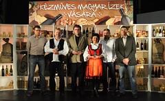 2010. február 4. 6:49 - A rendezvényen leadott szavazatok alapján novemberben a Vásár kedvenc termelője Mircz Nárcisz sajtmester lett. A második helyezett Sáfrány László füstölt pisztráng készítő, míg a harmadik helyezett az erdélyi Gáll Erzsébet szörp- és lekvárkészítő lett. (a díjakkal kezükben balról jobbra)