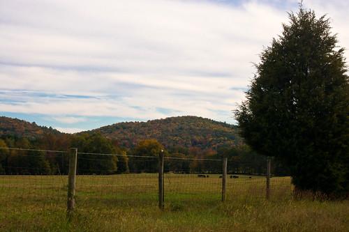 autumn sky mountains fall nature clouds fence georgia cove fallcolors ruralgeorgia meriwethercounty thesussman coveroad sonyalphadslra550 meriwetherpikescenicbyway